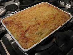 Zuurkoolschotel met appeltjes en creme fraiche Creme Fraiche, Lasagna, Baking Recipes, Banana Bread, Macaroni And Cheese, Veggies, Food And Drink, Cooking, Ethnic Recipes
