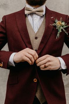 Burgundy red suit with wool texture and a tan vest with dainty polka dot details. - Burgundy red suit with wool texture and a tan vest with dainty polka dot details for a pop with textured boutonniere Source by homeandgardendecorationsjoseph - Bridesmaid Dresses Under 100, Tulle Bridesmaid Dress, Homecoming Dresses, Wedding Dresses, Burgundy Suit, Red Suit, Blue Suits, Women's Suits, Costume Rouge Bordeaux