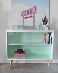 Vintage Mid-Century Modern Sideboard Before and After - visual heart creative studio Mid Century Modern Bookcase, Mid Century Cabinet, Mid Century Modern Furniture, Bookcase Makeover, Furniture Makeover, Furniture Ideas, Repurposed Furniture, Painted Furniture, Refurbished Furniture