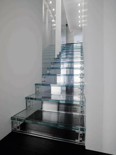 48 Luxury Glass Staircase Design Ideas For Your Dream Home Interior Stairs, Interior Architecture, Modern Interior, Sustainable Architecture, Apartment Interior, Glass House Design, Glass Stairs Design, Escalier Design, Stair Steps