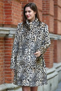 LIGHT LEOPARD PRINT LUSH MINK FAUX FUR COAT WITH STAND COLLAR .