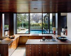 Amazing Kitchen with dream pool in Venice. By Marmol Radziner.