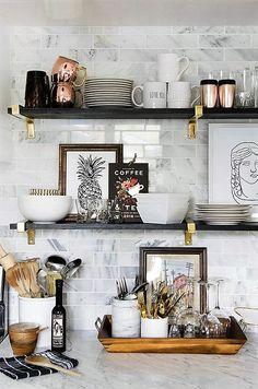 Post en el que te damos ideas para crear un estilismo de revista para tu dormitorio y tus estanterias, conviertiéndolo en un escenario atractivo y acogedor.