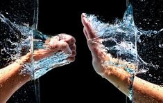 how-to guide for getting those curious splash shots Distortion Photography, Macro Photography Tips, High Speed Photography, Motion Photography, Perspective Photography, Splash Photography, Indoor Photography, Framing Photography, Abstract Photography