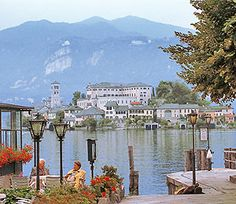 We have beautiful villas on Lake Como, Lake Maggiore and Lake Garda. See them on www.italian-itineraries.com