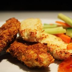 Low carb recipe for Chicken Strips coated in almond flour, coconut milk, mild curry and shredded coconut and then grilled to perfection. Healthy Family Meals, Healthy Snacks, Low Carb Recipes, Healthy Recipes, Sweet Chilli Sauce, Crusted Chicken, Best Chicken Recipes, Shredded Coconut