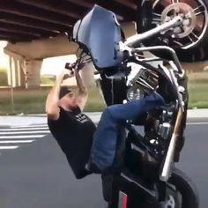 Harley Dyna, Harley Bikes, Harley Davidson Bikes, Custom Harleys, Custom Bikes, Motorcycle Couple Pictures, Tron Bike, Sportster Cafe Racer, Stunt Bike