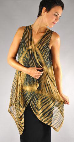 Art to wear How To Tie Dye, How To Dye Fabric, How To Wear, Tie Dye Fashion, Diy Fashion, Shibori Tie Dye, Hippy Chic, Silk Chiffon, Fashion Over