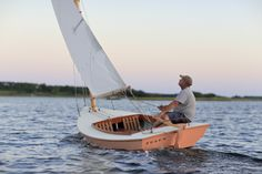 Author Christian Smith revels in the simple joy of sailing a Friendship Cat. Wooden Boats For Sale, Sailing Dinghy, Small Sailboats, Boat Building Plans, Boat Design, Small Boats, Canoe, 21st Century, Kayaking