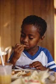 Your Child's Diet: Can't get your ADHD child to eat a full lunch? These nutritious snacks will fill your child's stomach -- and awaken his brain.   from: additudemag.com