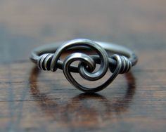 Small Spiral Knotted Ring a delicate hand wrought solid von Taitaya Viking Jewelry, Wire Jewelry, Jewelry Rings, Jewelery, Handmade Jewelry, Tungsten Wedding Bands, Wedding Ring Bands, Gold Plated Rings, Silver Rings