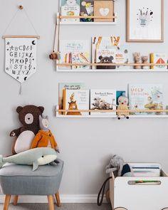 Bookshelves for the children's room - Diy Baby Deko - Kids Playroom Playroom Decor, Nursery Wall Decor, Bedroom Decor, Bedroom Lighting, Nursery Book Shelves, Book Shelf Kids Room, Bedroom Wall, Book Storage Kids, Playroom Design