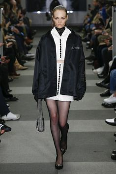 140f94f9be824 Alexander Wang Fall 2018 Ready-to-Wear Fashion Show Collection  See the  complete Alexander Wang Fall 2018 Ready-to-Wear collection.