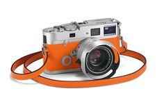 Hermès Leica camera please