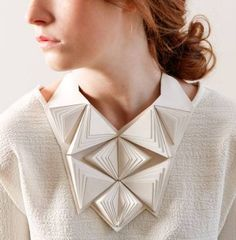 This designer make amasing jewelry: we love her Geometric Jewellery three-dimensional triangle bib necklace // Maud Rondot Bijoux Vintage is love community Bijoux Design, Schmuck Design, Jewelry Design, Geometric Fashion, Geometric Jewelry, Geometric Necklace, Paper Fashion, Origami Fashion, Contemporary Jewellery