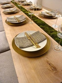 mixing organic materials like moss, burlap, brass and mouth blown hand polished crystal glasses. by calvin klein 2014 diffa dining by design Moss Centerpieces, Christmas Table Settings, Deco Table, Home Living, Event Decor, Event Design, Rustic Decor, Tablescapes, Dining Table
