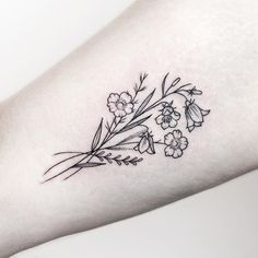 50 Small & Delicate Floral Tattoo Information & Ideas – Brighter Craft - flower tattoos Flower Bouquet Tattoo, Delicate Flower Tattoo, Birth Flower Tattoos, Small Flower Tattoos, Flower Tattoo Arm, Cute Small Tattoos, Trendy Tattoos, Cool Tattoos, Tattoo Small