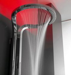水柱有弧度的蓮蓬頭