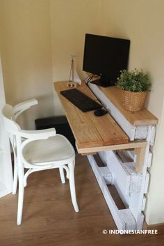 Pallet Furniture Projects Pallet desk - New (never used), Custom built by the maxx Pallet Furniture Designs, Wooden Pallet Projects, Wooden Pallet Furniture, Furniture Projects, Wood Pallets, Home Furniture, Pallet Wood, Modern Furniture, 1001 Pallets