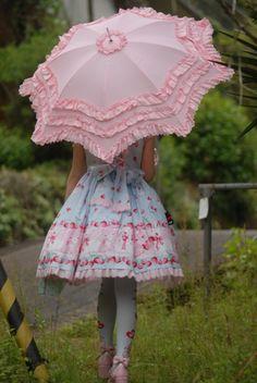Love her parasol <3