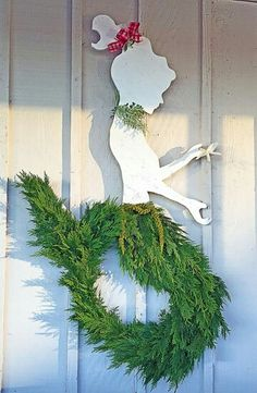 Mermaid Wreath ~ Cheap And Easy DIY Coastal Christmas Decorations Ideas Coastal Christmas Decor, Nautical Christmas, Holiday Fun, Christmas Holidays, Christmas Wreaths, Merry Christmas, Christmas Ornaments, Holiday Decor, Tropical Christmas Decorations
