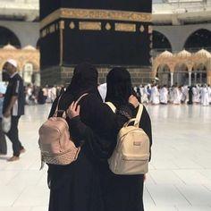 Friend in deen is a friend indeed 🖤 MashAllah 🕋 Hijab Niqab, Muslim Hijab, Mode Hijab, Hijab Outfit, Muslim Girls, Muslim Couples, Muslim Women, Hijabi Girl, Girl Hijab