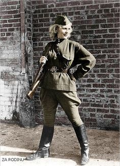 Women in WWII - Russian girl sniper - Leningrad Front.World War II.Awaiting the German Army. She looks like a superhero. Military Women, Military History, Soviet Army, Female Soldier, Red Army, German Army, Women In History, Historical Photos, World War Ii