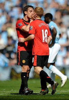 Paul Scholes of Manchester United is kissed by team mate Gary Neville after scoring the winning goal during the Barclays Premier League match between Manchester City and Manchester United at the City of Manchester Stadium on April 17, 2010 in Manchester, England. (Photo by Laurence Griffiths/Getty Images) 2010 Getty Images
