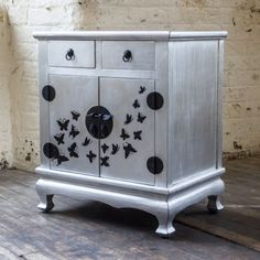 Oriental-Style-Bedside-Table-Solid-Wood-2-Drawer-Chest-with-Cupboard-Silver-Leaf