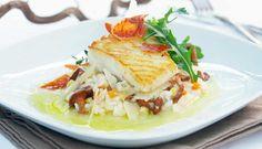 Kombinasjonen risotto og stekt torsk er en festrett, den gjør du ferdig mens gjestene setter seg ved bordet. #fisk #oppskrift