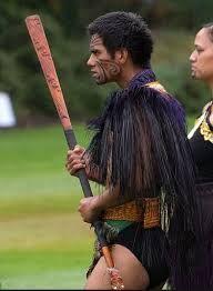 maori weapons taiaha - Google Search Suit Of Armor, Shtf, Armors, Survival Skills, Capes, Kiwi, Apocalypse, Homesteading, Hawaiian