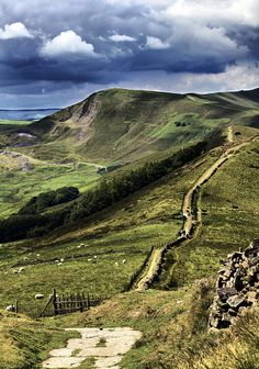 Peak District in UK. Makes me feel homesick to look at the beautiful countryside. Best Places To Travel, Cool Places To Visit, Places To Go, Peak District England, By Train, English Countryside, Lake District, The Great Outdoors, Landscape Photography