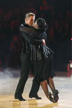 "Week 4    Amber Riley and Derek Hough Dance: Tango Song: ""Love Lockdown"" by Kanye West Judges' Scores: 9+9+9=27"