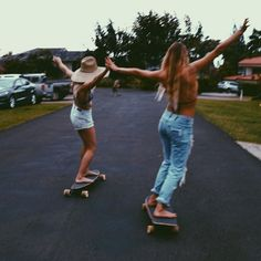 Trying to be skater girls by alanarblanchard Cute Friend Pictures, Best Friend Pictures, Friend Pics, Bff Pics, Cute Friends, Best Friends, Summer With Friends, Summer Goals, Skater Girls