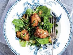 Spinatsalat opskrift med kyllingelever - se her Tandoori Chicken, Protein, Meat, Ethnic Recipes, Snacks, Spinach Salads, Appetizers, Treats
