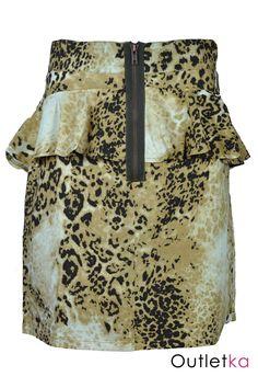 Nowa spódnica w panterkę w odcieniach brązu firmy JSFN. Nowość - zamek z przodu spódnicy, dodaje to jej ciekawy i oryginalny wygląd. Dobrze dopasowuje się do sylwetki. Spódnica posiada podszewkę.