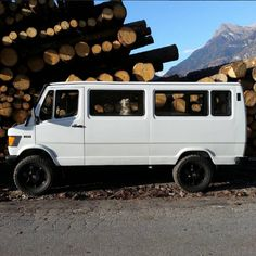 to find the type of the necessary changes ( suspension and transmission ) for the Swissvan Hippo project. With Gecko, , Graziano and Rocky Biasca, CH, moisture temperature wet soil Mercedes Bus, 4x4, Old School Bus, School Bus Conversion, Daimler Benz, Classic Mercedes, Automobile, Vans, Van Camping