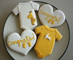 Inspiration for Baby Stang anticipation cookies -j. the giraffe.the bunny.the wee little baby onesies. Fancy Cookies, Iced Cookies, Cute Cookies, Royal Icing Cookies, Cupcake Cookies, Sugar Cookies, Cookie Favors, Flower Cookies, Heart Cookies