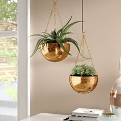34 Stylish Diy Hanging Plants Ideas That Good For Your Home Design - With winter just around the corner for many people, it is time to seriously start thinking about bringing the outdoor garden into your home. Metal Hanging Planters, Corten Steel Planters, Wall Planters, Diy Wall Planter, Decorative Planters, Hanging Pots, Salon Interior Design, Salon Design, Plastic Planter Boxes