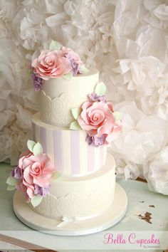 Love everything about this cake...by Bella Cupcakes