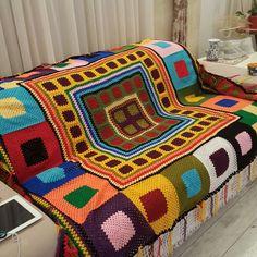 Crochet 'Spitspot Summer Love Blanket' Crochet along (CAL) Crochet Bedspread, Crochet Quilt, Crochet Blocks, Crochet Squares, Crochet Home, Crochet Granny, Crochet Square Patterns, Crochet Blanket Patterns, Crochet For Beginners Blanket