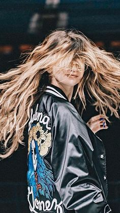 Her hair jxbshzjejhsmshsh Tumblr Selena Gomez, Estilo Selena Gomez, Selena Gomez Fotos, Selena Gomez Style, Selena Gomez Wallpaper, Marie Gomez, Ootd, Her Smile, Tumblr Girls