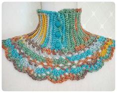 Virkad halsvärmare i egen design. Crocheted neck warmer in Victorian Style.