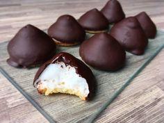 koolhydraatarme en suikervrije chocolade zoenen Proof Of The Pudding, Snack Recipes, Dessert Recipes, Donuts, Healthy Cake, Healthy Food, Biscuits, Fodmap Recipes, Love Food