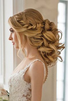 "Do you have the question: "" What are the best wedding hairstyles for medium length hair?"" Well, curls, half-down and updos are always in trend!"