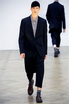See all the runway and model photos from the Comme des Garçons Homme Plus Spring 2010 Menswear collection. Fashion Show, Mens Fashion, Fashion Design, Textile Company, Paris, Office Wear, Model Photos, Spring, Catwalk