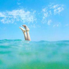 Mio blu  dicevi  mio blu. Lo sono. E anche più del cielo. Ovunque tu sia  . Mi manchi Mamma nel giorno del tuo compleanno ancor di più. . . . . #tuffo #dive #gambe #mare #reggiocalabria #calabria #calabriadaamare #mare #sea #legs #costaviola #secretplace #tv_simplicity #tv_lifestyle #natura #nature #communityfirst #vsco #vscocam #whatawonderfulworld #whatitalyis #summer #estate #naturelovers #mothernature #womanlegs #instacool #instadaily #igersreggiocalabria #igerscalabria