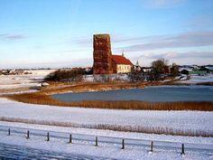 Nordsee: Insel Pellworm, Alte Kirche im Winter