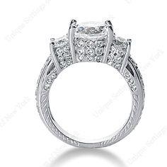 Engagement ring: 3 stone ring