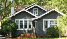 exterior Paint Bungalow - Exterior paint schemes for bungalows Exterior Gris, Exterior Paint Schemes, Modern Exterior, Exterior Design, Cottage Exterior Colors, Exterior Paint Colors For House, Paint Colors For Home, Paint Colours, Gray Exterior Houses